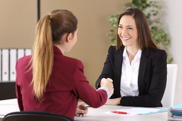 Más allá de cerrar ventas, establezca relaciones con sus clientes. (Foto: Shutterstock).