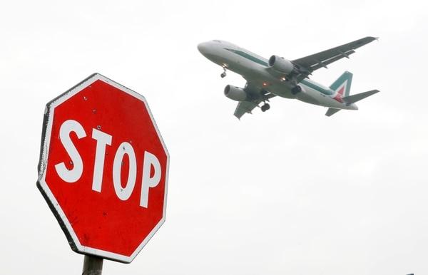 Alitalia está a punto de desaparecer luego de que los empleados rechazaran un nuevo plan de reestructuración, que incluía el recorte de salarios y la eliminación de unos 1.700 empleos sobre 12.500.