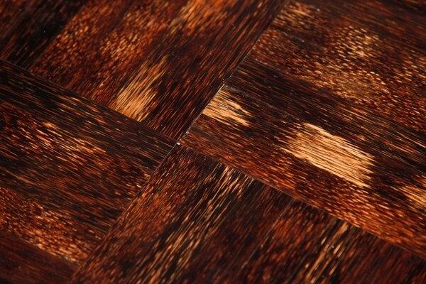 Empresa ArteNraíz utiliza palma de pejibaye para hacer paneles de madera