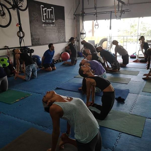 La especialidad de la marca FIT CR son las clases funcionales con pesas y otros implementos. En junio reabrirá el gimnasio ubicado en Santa Ana. (Fotos cortesía FIT CR)