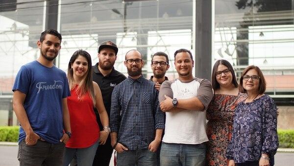 El equipo de la firma está formado por publicistas, productores audiovisuales, relacionistas públicos, diseñadores, entre otros.