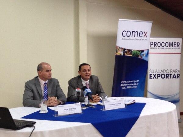 Jorge Sequeira, gerente de Procomer (izq.) y el viceministro de Comercio Exterior, Fernando Ocampo, mencionaron la puesta en marcha de la marca país, entre las principales metas del sector para el año en curso.