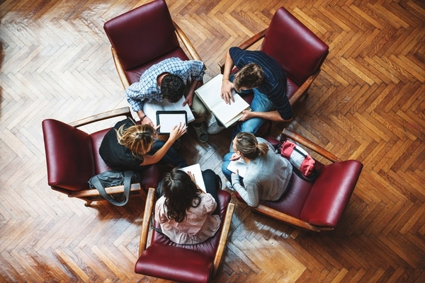 Además de un ambiente agradable, ofrecer contenidos relacionados con sus productos y servicios es clave para establecer una relación con sus clienes. (Foto archivo GN)