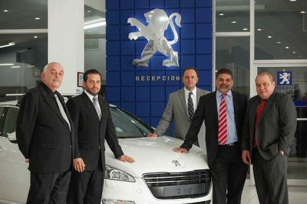 Las conversaciones entre Autos Xiri y los arrendatarios del Club Sport Herediano iniciaron por la relación de patrocinio entre ambas empresas. Otros tres grupos de inversionistas quisieron comprar al distribuidor de Peugeot.