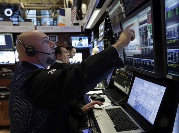 Las noticias de que la segunda economía del mundo, China, se había desacelerado inesperadamente desplomaron los precios del petróleo, el cobre y otras materias primas.