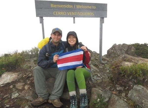 El administrador de recursos humanos Giovanni Guido Blanco y su novia, la ingeniera industrial Meylin León Hip, encabezan la empresa. Ambos tienen 33 años de edad. (Foto: Turisteando Costa Rica para EF).