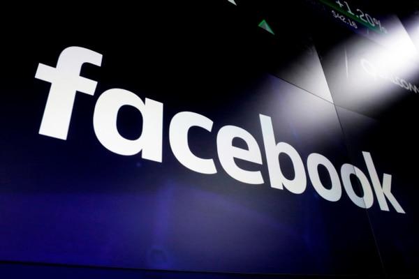 Un gran jurado de Nueva York demandó información a dos grandes fabricantes de smartphones sobre sus acuerdos con Facebook respecto a los datos de los usuarios. (AP/Richard Drew Archivo)