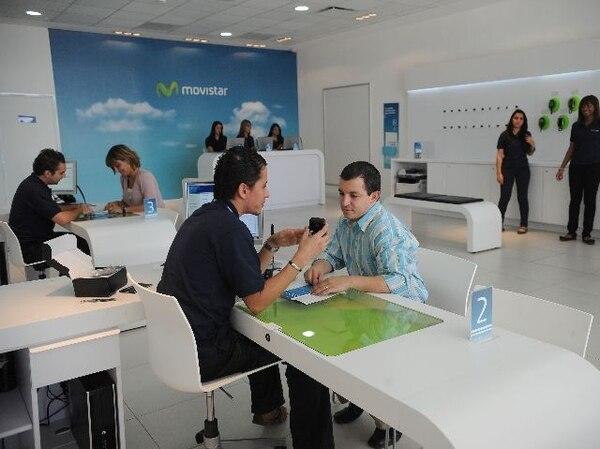 07/11/2011. Oficinas de la telef—nica Movistar ubicadas en Avenida Escazœ cerca de los cines Novacentro. Foto Abelardo Fonseca