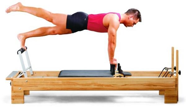 Muchos de los ejercicios que creó Pilates fueron diseñados para realizarse con equipo especial pero también se pueden hacer sobre mat.