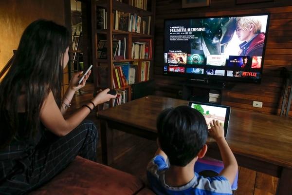 Cuando hay más de un dispositivo en el hogar se recomienda contratar un enlace de alta velocidad. Lo mínimo recomendado por los mismos operadores son 8 Mbps. (Foto Mayela López)