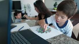 Padres e hijos en Panamá sufren el retraso en la reapertura de escuelas