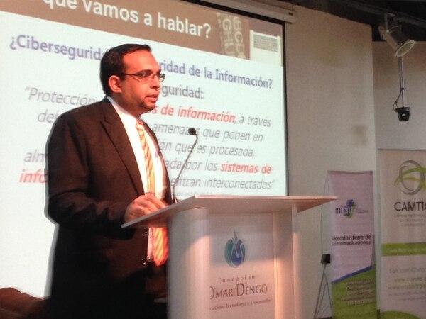 Roberto Lemaitre, abogado del Viceministerio de Telecomunicaciones, expuso que faltan recursos, educación y estrategia nacional de ciberseguridad.