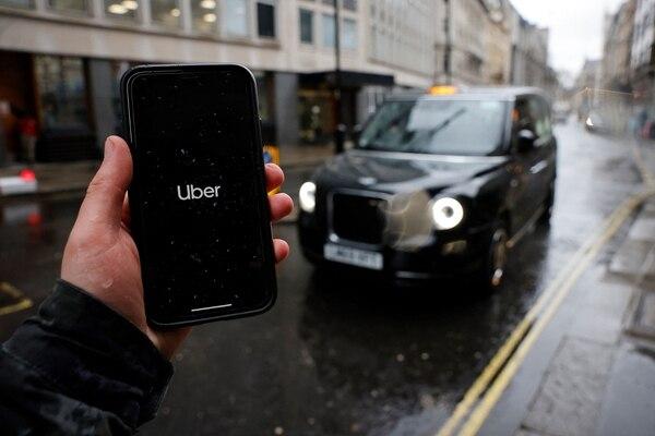 La decisión de Uber mete presión a otras plataformas de envíos que operan en condiciones similares, dentro del Reino Unido y en el resto del mundo. Foto: AFP