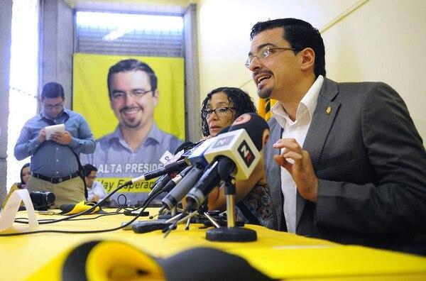 José María Villalta celebró los resultados que lo ponen a encabezar las preferencias de voto pese a la campaña en su contra, que calificó como sucia, departe del PLN y del Movimiento Libertario.