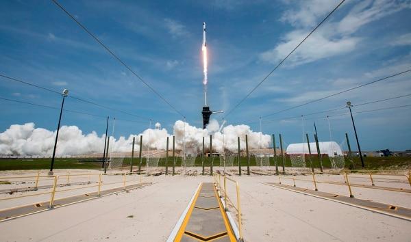 La NASA ha encontrado en SpaceX, empresa de Elon Musk, un aliado estratégico en la carrera espacial, como este lanzamiento del Falcon 9 enviado desde un complejo de la NASA (Fotografía: AFP).
