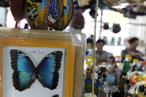 En las tiendas nacionales se pueden encontrar desde artículos decorativas como cuadros, hasta de uso personal como joyería.