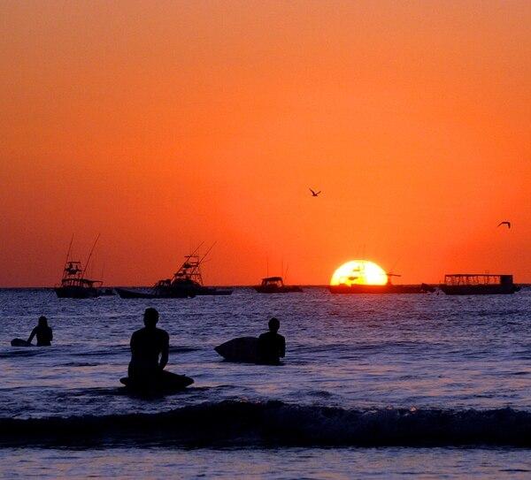 Atardecer en playa Tamarindo, uno de los destinos mencionados por los lectores de El Financiero, como parte de los puntos visitados en la provincia de Guanacaste.